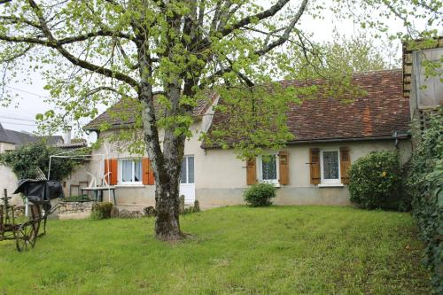 Le grand Tilleul : Guest accommodation near La Chapelle-Saint-Jean