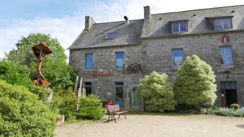 Les Gîtes du Couvent : Guest accommodation near Trézény