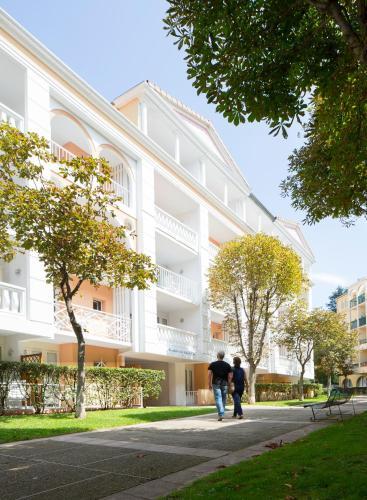 Résidence du Bois de Lon : Guest accommodation near Le Pradal