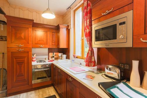 LA MAISON DU PETIT BOIS La Maisonnette : Guest accommodation near Clans
