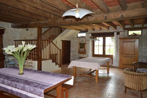 La Severie : Bed and Breakfast near Veuil