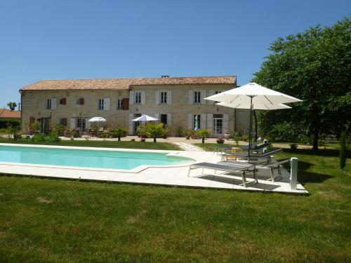 Domaine du Papillon : Bed and Breakfast near Saint-Germain-d'Esteuil