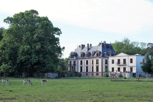 Château de Montlieu-Résidence & Spa La Cour du Chateau : Guest accommodation near Ponthévrard
