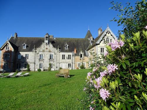 Château de Crocq - Chambres d'Hôtes de Charme : Bed and Breakfast near Villosanges