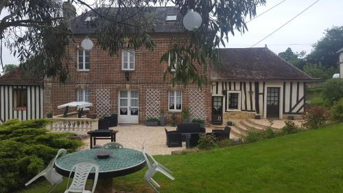 Camden House And Castle : Bed and Breakfast near Lignères