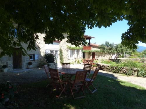Chez Tiane : Bed and Breakfast near Sermentizon