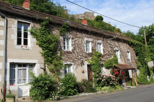 Hotel Restaurant Les Gorges de Chouvigny : Hotel near Menat