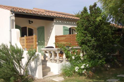 Couleur Menthe a l'eau : Bed and Breakfast near Arzens