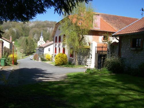 Le Chant des Oiseaux : Guest accommodation near Dommartin-sous-Hans