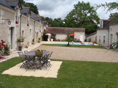 Le Clos du Vieux Chêne : Guest accommodation near Paulnay