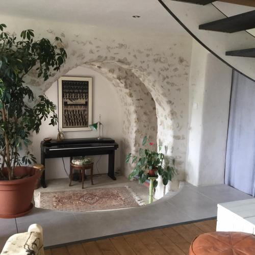 In the heart of artists's house : Bed and Breakfast near Montesquieu