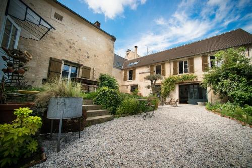 Il Etait Une Fois : Bed and Breakfast near Courtieux