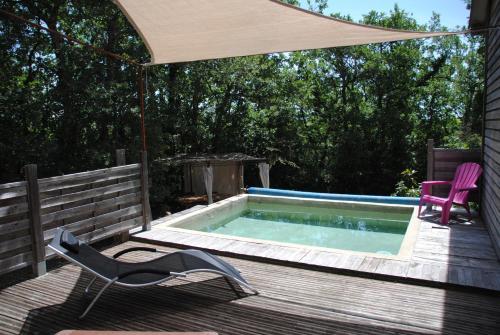 Bois Cailloux avec Spa : Guest accommodation near Saint-Remèze