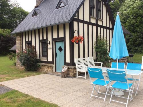 La Petite Maison May : Guest accommodation near Perriers-en-Beauficel