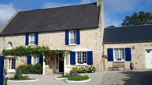 Chambres d'hôtes Les Hirondelles Bleues : Bed and Breakfast near Saint-Fromond