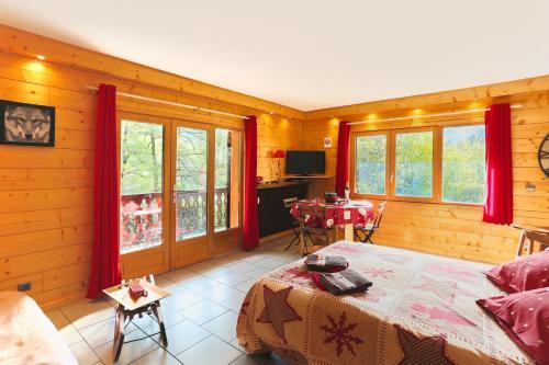 La Maison du Petit Bois L'Ecureuil : Apartment near Clans