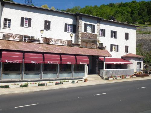 Hôtel Restaurant Le Pain de Sucre : Hotel near Chambon-le-Château