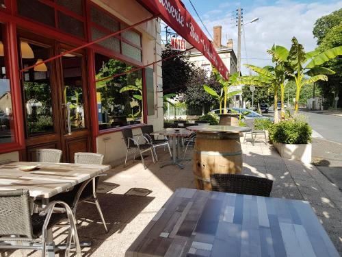 Hotel Café de la Gare : Hotel near Saint-Méard-de-Gurçon