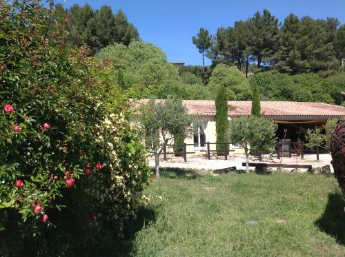 Mas Baumelle : Guest accommodation near Cornillon-Confoux
