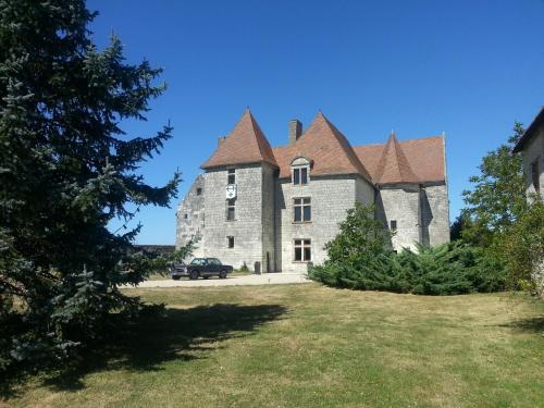 Château de Rochefort : Bed and Breakfast near Mazeuil