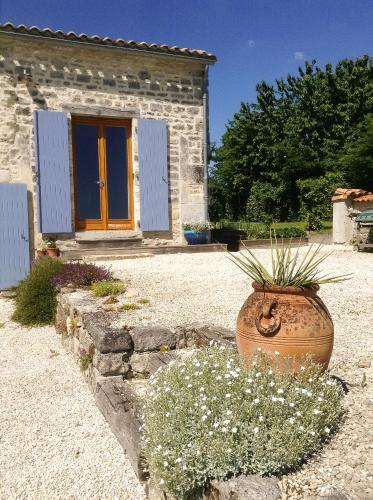 Olive & thyme : Apartment near Beauvais-sur-Matha