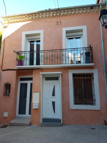 Appartement au coeur du village : Apartment near Villeveyrac