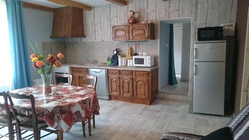 Les Chataignes D'ardeche : Apartment near Aizac