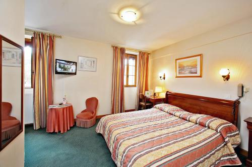 Logis Hotel Le Perigord : Hotel near Saint-Félix-de-Villadeix