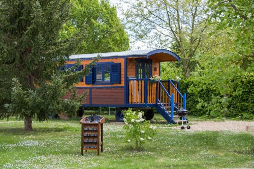 La Roulotte du Domaine de Meigné : Guest accommodation near Les Ulmes