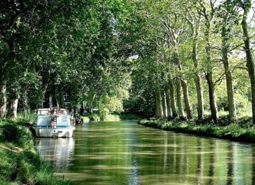 Canal du midi. Havre de paix. : Guest accommodation near Montferrand
