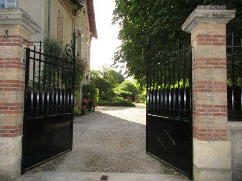 Villa Maziere de St Loup : Bed and Breakfast near Villemanoche
