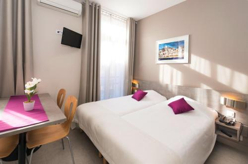 Residence La Canebiere : Guest accommodation near Marseille 1er Arrondissement