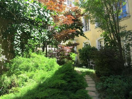 Entre vignes et dentelles : Guest accommodation near Courthézon