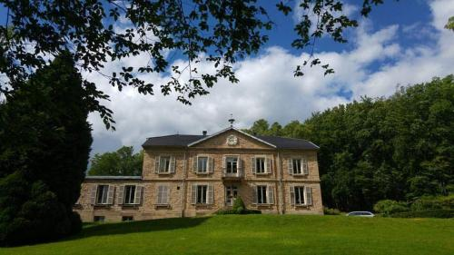 Château de la Houillere : Bed and Breakfast near Essert