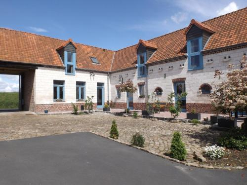Le gite des Menhirs : Guest accommodation near Caucourt