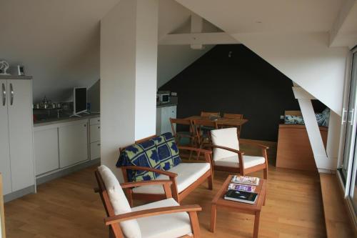 Duplex avec piscine intérieure : Apartment near Locmiquélic