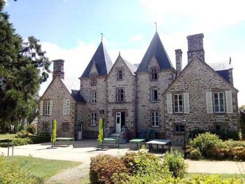 Château du Bourg : Guest accommodation near La Chapelle-Janson