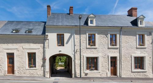 L'ancien prieuré : Bed and Breakfast near Courcelles-la-Forêt