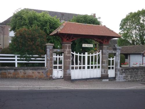 Les tilleuls : Apartment near Tourzel-Ronzières