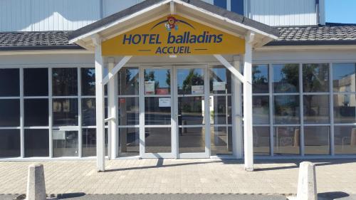 Hôtel balladins Vigneux-sur-Seine : Hotel near Brie-Comte-Robert