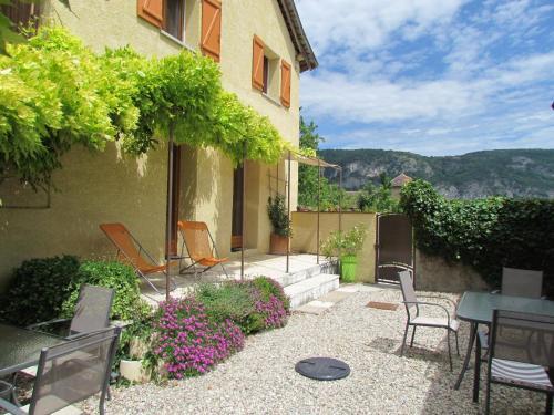Gite D'étape Et De Séjour Les Sables : Guest accommodation near Izieu