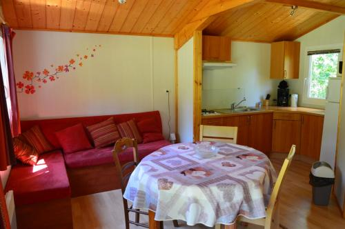Camping Etang Vallier : Guest accommodation near Guizengeard
