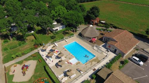 Camping Le Fou du Roi : Guest accommodation near Candillargues