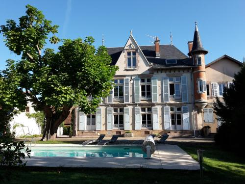 L'Echauguette Isserpent : Bed and Breakfast near Sorbier