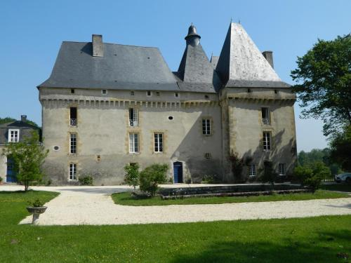 Château de Mavaleix : Hotel near Bussière-Galant