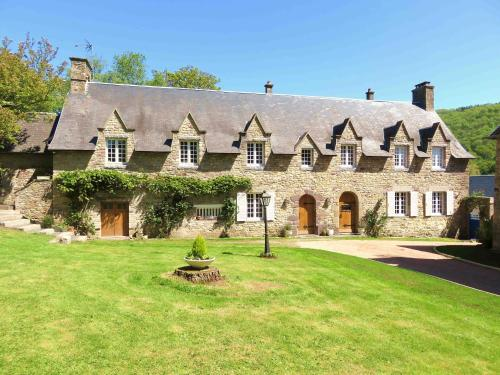 Le Manoir de Placy : Bed and Breakfast near Berjou