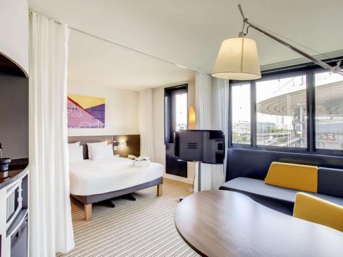 Novotel Suites Paris Stade de France : Hotel near Montmagny