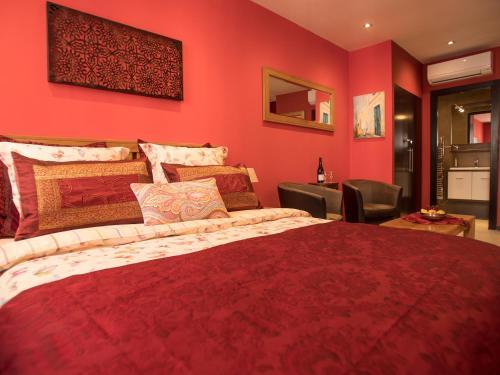 Suites Coronell d'En Vila : Guest accommodation near Pia