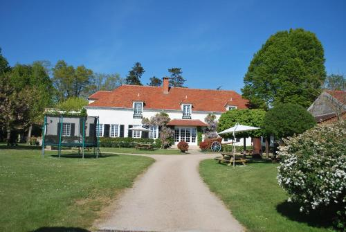 Domaine Les Gandins : Bed and Breakfast near Jenzat