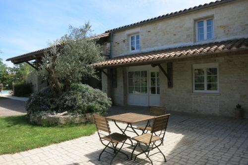 La Rochelle Lodge : Bed and Breakfast near Montroy